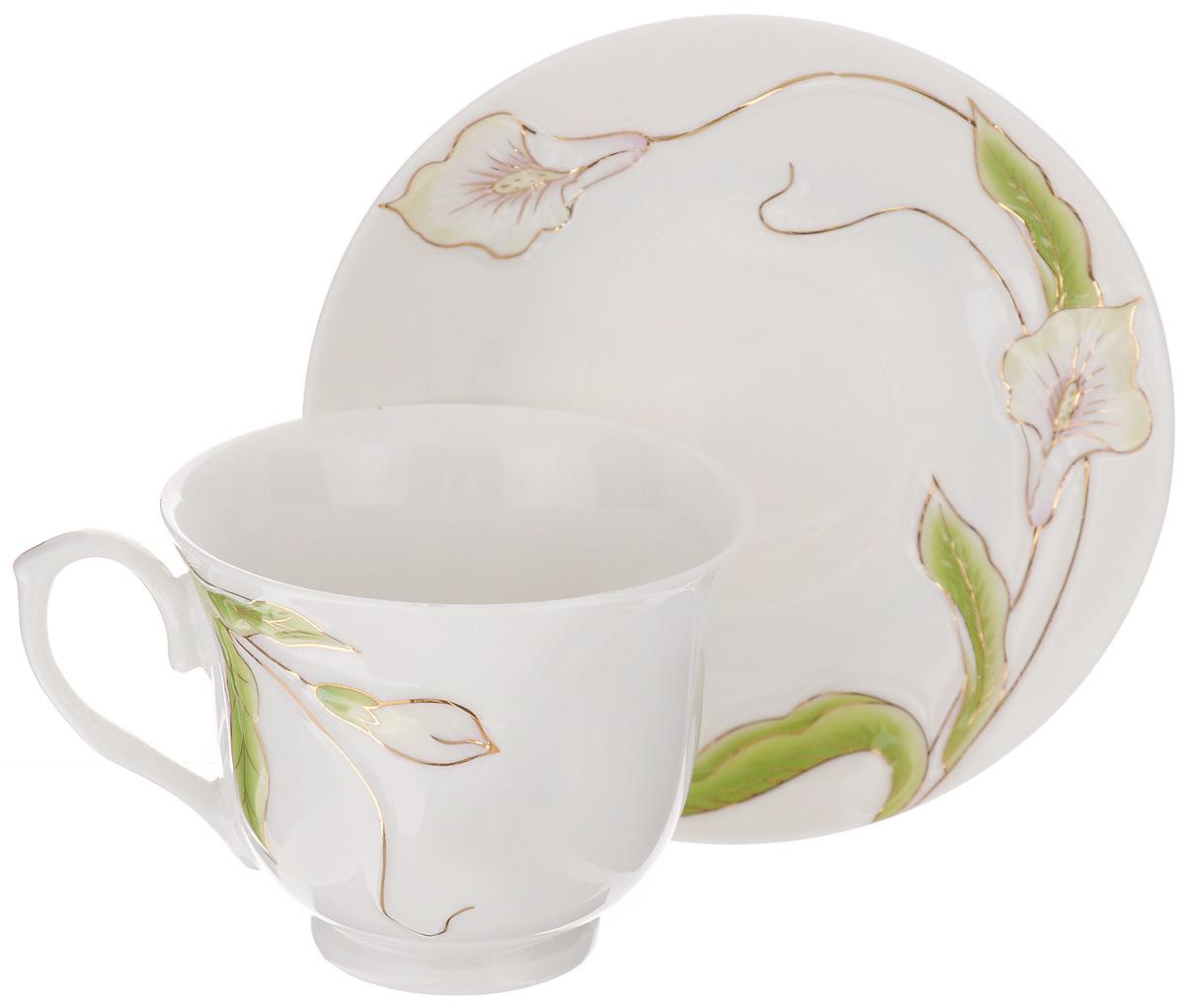 Чайная пара Loraine, 2 предмета. 2118421184Чайная пара Loraine состоит из чашки и блюдца. Изделия выполнены из высококачественного костяного фарфора и оформлены цветным рисунком. Чайная пара Loraine - это не только яркий и полезный подарок для родных и близких, а также великолепное дизайнерское решение для вашей кухни или столовой. Чайный набор упакован в подарочную коробку. Объем чашки: 240 мл. Диаметр чашки (по верхнему краю): 9 см. Высота чашки: 7,5 см. Диаметр блюдца (по верхнему краю): 14 см. Высота блюдца: 1,5 см.