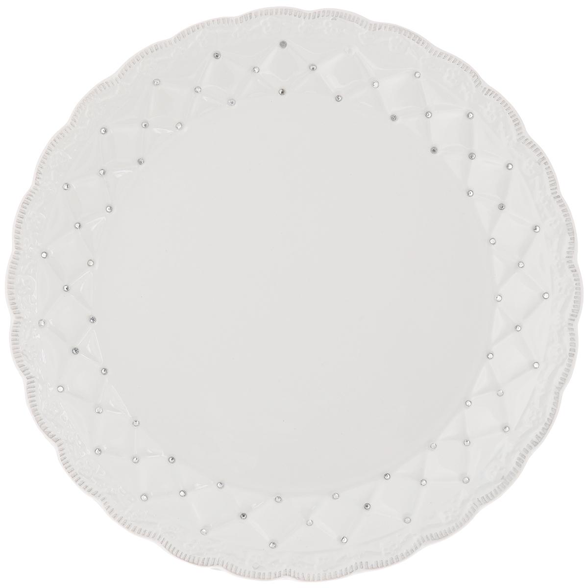Блюдо Loraine Ажур, диаметр 26,5 см23844Блюдо Loraine Ажур, изготовленное из высококачественного доломита, украшено стразами. Стильная форма и интересное исполнение идеально впишутся в любой стиль, а универсальный белый цвет подойдет к любой мебели. Такое блюдо принесет новизну в вашу кухню и приятно порадует глаз.