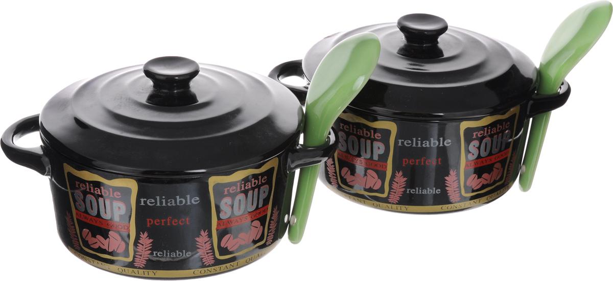 Набор супниц Loraine с крышками, с ложками, цвет: черный, красный, зеленый, 6 предметов21275-1_черный, красный, зеленыйНабор Loraine состоит из двух супниц с крышками и двух ложек. Изделия выполнены из высококачественного фарфора. Внешние стенки супниц украшены надписью Soup. Идеально гладкая поверхность легко моется и обеспечивает длительный срок службы. Красивый и функциональный набор супниц Loraine оригинально дополнит обеденную сервировку стола и станет незаменимым на любой кухне. Подходит для подачи супов, каш, хлопьев и многого другого. Диаметр супницы: 14 см. Ширина супницы с учетом ручек: 19 см. Высота супницы: 7 см. Длина ложки: 13 см.