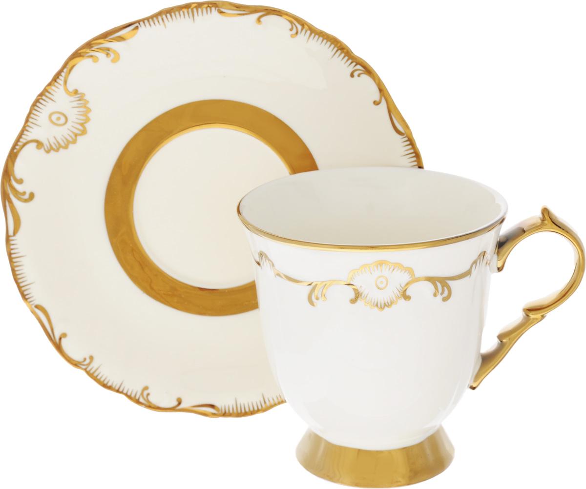 Чайная пара Loraine, 2 предмета. 2190521905Чайная пара Loraine выполнена из высококачественного фарфора. Чашка и блюдце декорированы золотистым узором. Изящный дизайн придется по вкусу и ценителям классики, и тем, кто предпочитает утонченность и изысканность. Чайная пара - идеальный подарок для вашего дома и для ваших друзей в праздники, юбилеи и торжества. Она также станет отличным украшением любой кухни. Объем чашки: 240 мл Диаметр чашки по верхнему краю: 10 см Высота чашки: 10 см Диаметр блюдца: 17 см Высота блюдца: 2 см.