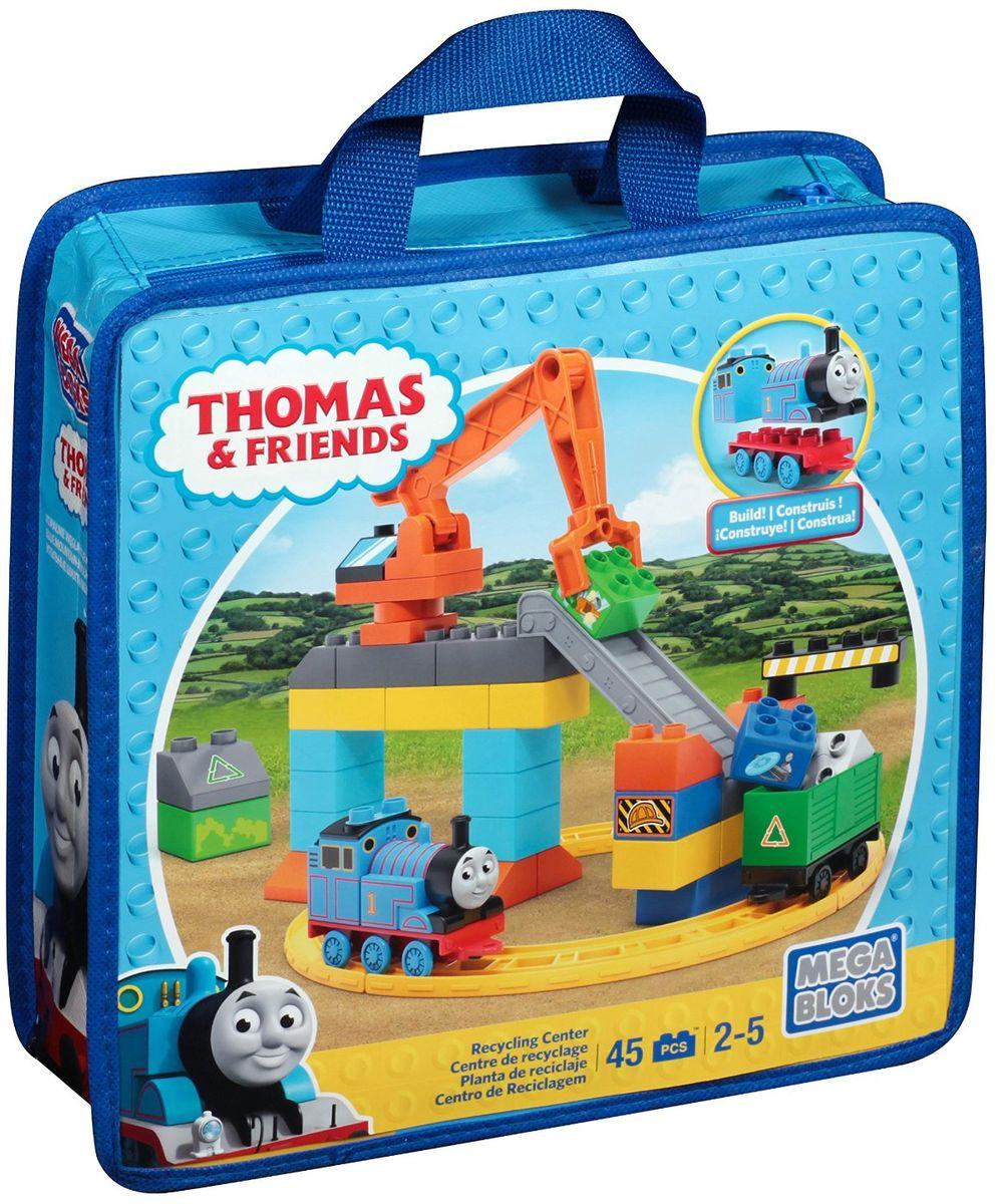 Mega Bloks Thomas & Friends Конструктор Центр переработкиDLC16Конструктор Mega Bloks Центр переработки - удивительный подарок для вашего ребенка! Конструкторы Mega Bloks - это новые горизонты творчества. Каждый из наборов - это завершенная конструкция, имеющая некий сюжет. Этот конструктор входит в серию наборов Thomas & Friends, созданных по одноименному мультфильму. Томас и его верная команда помогают жителям городка: привозят почту, чинят железнодорожные пути и возят пассажиров к пунктам назначения. Томасу предстоит долгий день в Центре переработки. Построй одно из самых оживленных мест Содора - перерабатывающую станцию, соедини трассы и подготовь Томаса к веселому рабочему дню! Поворачивай краны и используй их, чтобы ставить грузы на конвейер. А с помощью рычага можно погрузить блоки в вагоны Томаса! Помоги Томасу провести вагон через кольцевую трассу и большую арку, чтобы завершить рабочий день, полный веселья. Все элементы конструктора совместимы с другими сборными паровозами из этой серии. Воссоздайте для...