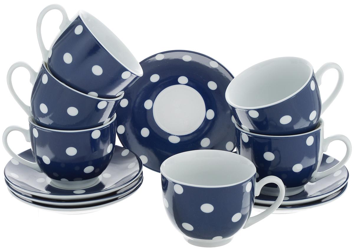 Набор чайный Loraine, цвет: белый, темно-синий, 12 предметов. 2590325903Чайный набор Loraine состоит из шести чашек и шести блюдец. Изделия выполнены из высококачественного фарфора и оформлены красивым принтом в горошек. Такой набор изящно дополнит сервировку стола к чаепитию. Благодаря оригинальному дизайну и качеству исполнения, он станет замечательным подарком для ваших друзей и близких. Объем чашки: 240 мл. Диаметр чашки по верхнему краю: 8,5 см. Высота чашки: 7 см. Диаметр блюдца: 14 см. Высота блюдца: 2,2 см.