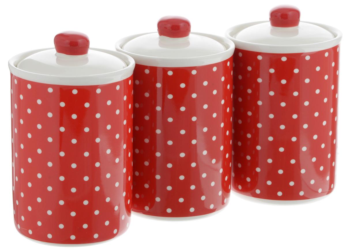 Набор банок для сыпучих продуктов Loraine Красный узор, 610 мл, 3 шт25861Набор Loraine Красный узор состоит из трех банок, изготовленных из доломита высокого качества. Банки оснащены крышками с силиконовыми уплотнителями. Гладкая и ровная поверхность обеспечивает легкую чистку. Изделия подходят для хранения сыпучих продуктов: круп, чая, специй, орехов, сахара, сухофруктов, соли и многого другого. Изысканный и утонченный дизайн сделает такие банки не просто емкостью для сыпучих продуктов, а настоящим предметом декора, который стильно дополнит ваш кухонный интерьер. Подходят для использования в микроволновой печи и холодильнике. Можно мыть в посудомоечной машине. Объем банки: 610 мл. Диаметр (по верхнему краю): 10 см. Высота банок (без учета крышки): 14 см.