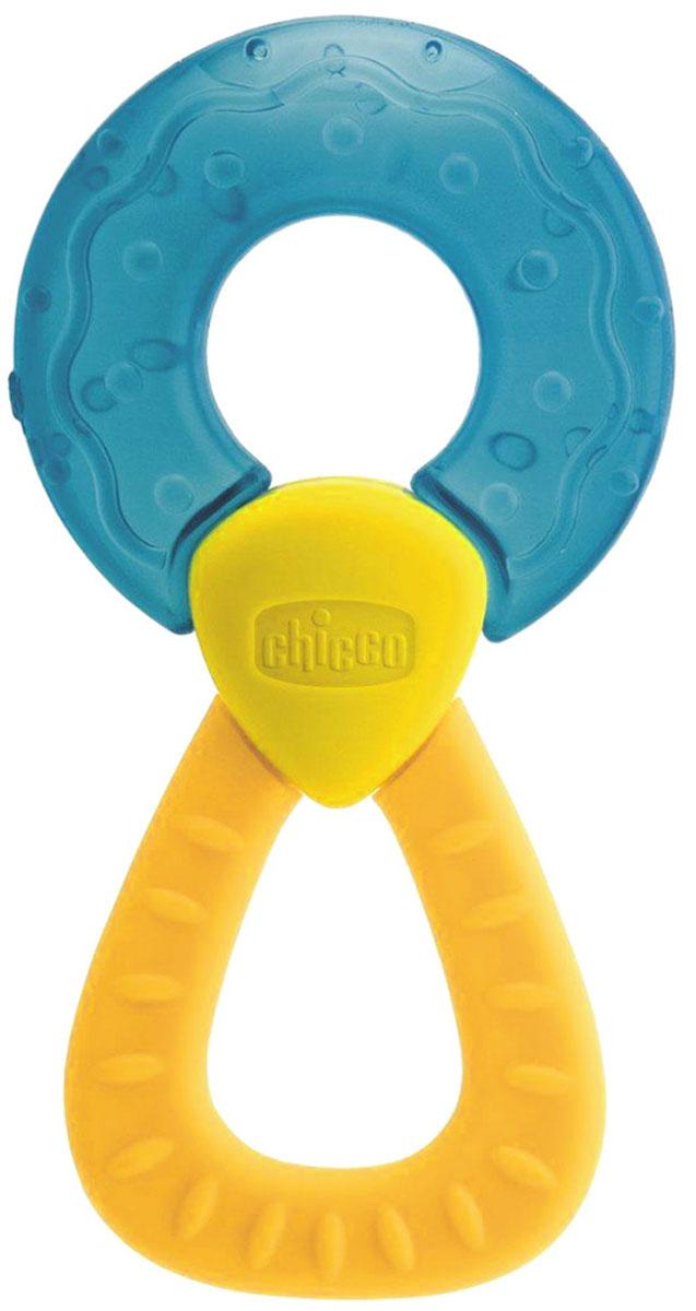 Chicco Прорезыватель Кольцо цвет желтый голубой310411099Прорезыватель Chicco Кольцо с охлаждающим эффектом специально разработан для стимулирования десен и устранения болезненных ощущений во время прорезывания первых зубов вашего малыша. Часть прорезывателя выполнена из мягкого пластика и заполнена водой, которая остается холодной в течение долгого времени, снимая болевые ощущения, освежая полость рта и чувствительные десны. Ребенку доставит удовольствие жевать рельефную поверхность прорезывателя, держа его за удобную ручку, которую также можно жевать.
