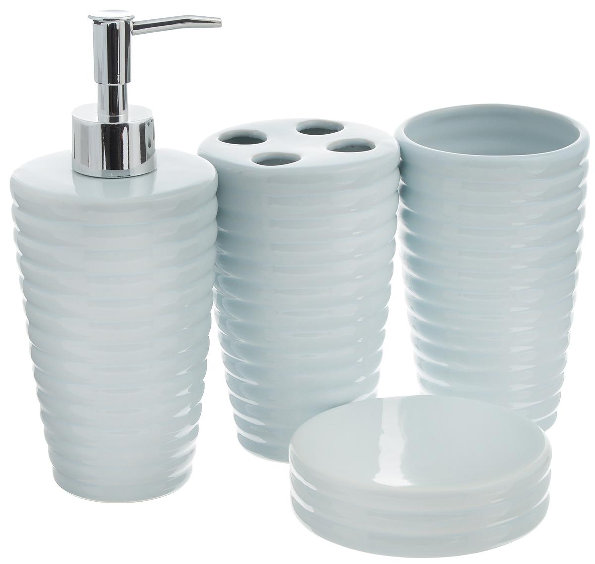 Набор для ванной комнаты Aqua Line Мята, 4 предмета1300140Набор для ванной комнаты Aqua Line Мята включает стакан, подставку для зубных щеток, мыльницу и диспенсер для жидкого мыла с пластиковым дозатором. Набор выполнен из прочного фарфора высокого качества и декорирован красивым рельефом. Все элементы выдержаны в одном стиле, что позволяет создать в ванной комнате стильный и оригинальный функционально-декоративный ансамбль. Такой набор аксессуаров придаст интерьеру вашей ванной комнаты элегантность и современность. Размер мыльницы: 10,5 х 10,5 х 3 см. Диаметр стакана/подставки (по верхнему краю): 8,5 см. Высота стакана/подставки: 13,5 см. Высота диспенсера: 20 см.