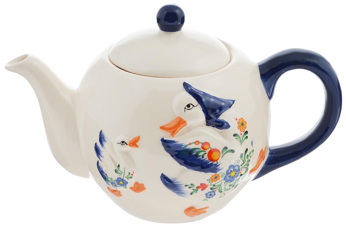 Чайник заварочный Loraine Гуси, 950 мл. 2157521575Заварочный чайник Loraine Гуси изготовлен из высококачественной доломитовой керамики. Он имеет изящную форму и красивый дизайн с изображением гусей. Гладкая, идеально ровная поверхность облегчает очистку. Чайник сочетает в себе изысканный дизайн с максимальной функциональностью. Красочность оформления придется по вкусу и ценителям классики, и тем, кто предпочитает утонченность и изысканность. Чайник можно мыть в посудомоечной машине и использовать в микроволновой печи. Диаметр (по верхнему краю): 8,5 см. Диаметр основания: 7 см. Высота (без учета крышки): 11,5 см. Высота (с учетом крышки): 15,5 см.