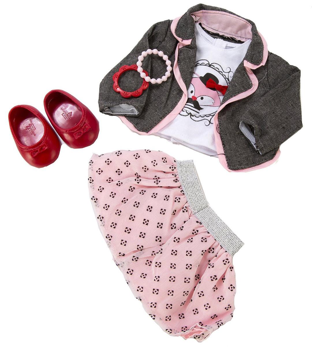 Our Generation Одежда для кукол Жакет майка с рисунком юбка балетки11576Куклы тоже любят менять наряды! В набор входит белая майка с оригинальным принтом и розовая юбочка с блестящей резинкой-поясом. Если вашей куколке станет прохладно, то сверху можно накинуть стильный серый жакет. На ножки куколки можно надеть красные балетки. А неотразимым этот набор станет благодаря аксессуарам - двум ярким пластиковым браслетикам. Все девочки очень любят переодевать своих кукол, создавая новые образы, а с таким набором одежды образы можно менять хоть каждый день. Набор одежды станет прекрасным подарком, который обрадует любую девочку и сделает ее куклу самой красивой! Одежда подходит для кукол высотой 46 см.