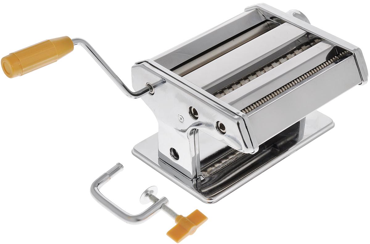 Лапшерезка ручная Mayer & Boch. 2272322723Ручная лапшерезка Mayer & Boch изготовлена из высококачественной углеродистой стали с зеркальной полировкой. Лезвия из нержавеющей стали. Изделие прекрасно подходит для раскатки теста для лазаньи, домашней лапши или пасты. Лапшерезка оснащена валиком для раскатки теста и съемной ручкой. В комплекте - струбцина для крепления к столу. Принцип работы лапшерезки очень прост: вращая рукоятку, вы запускаете валики, которые позволяют раскатать идеально тонкое тесто, с помощью ручки раскатанное тесто также можно разрезать на узкие или широкие полоски. Для удобства использования ручка оснащена пластиковой вставкой. Лапшерезка Mayer & Boch имеет 9 режимов толщины раскатки теста и позволяет нарезать 2 вида лапши. Размер лапшерезки (ДхШхВ): 19 х 19,5 х 12,5 см. Ширина плоской лапши: 6,5 мм. Ширина спагетти: 2 мм.