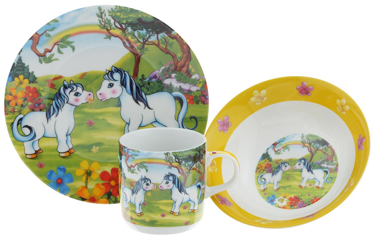 Набор детской посуды Loraine Пони, 3 предмета23391Набор детской посуды Loraine Пони включает суповую тарелку, обеденную тарелку и кружку. Изделия выполнены из высококачественной керамики, декорированы красочным рисунком. Такой набор обязательно понравится вашему ребенку, потому что теперь у него будет своя собственная посуда с ярким и оригинальным детским рисунком. Объем кружки: 230 мл. Диаметр кружки (по верхнему краю): 7,5 см. Высота кружки: 7,5 см. Диаметр суповой тарелки: 15 см. Высота стенки суповой тарелки: 5 см. Диаметр обеденной тарелки: 18 см.
