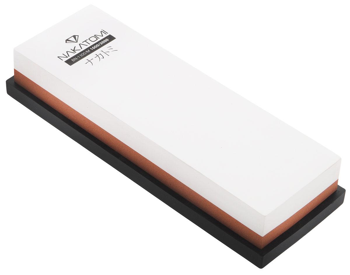 Камень точильный Nakatomi, водный, комбинированный, 18 х 6 х 3 смBN 1300/MВодный точильный камень Nakatomi предназначен для правки и полировки режущей кромки кухонных ножей. С одной стороны камень имеет зернистость 3000, а с другой 1000. В комплект входит резиновая платформа, предотвращающая скольжение камня.