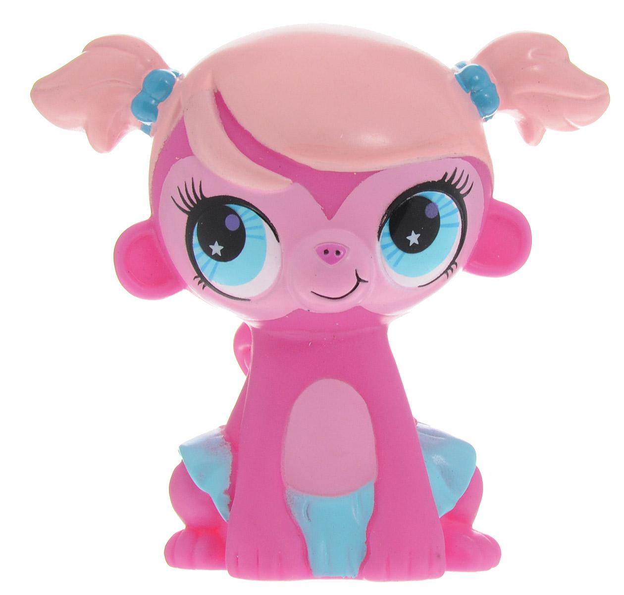 Играем вместе Фигурка для ванной Littlest Рet Shop Обезьянка44R_обезьянаФигурка для ванной Играем вместе Littlest Рet Shop: Обезьянка понравится вашему малышу и развлечет его во время купания. Она выполнена из безопасного материала в виде героя мультфильма Маленький зоомагазин. Размер игрушки идеален для маленьких ручек малыша. Игрушка может брызгать водой и пищать. Игрушка для ванной способствует развитию воображения, цветового восприятия, тактильных ощущений и мелкой моторики рук.