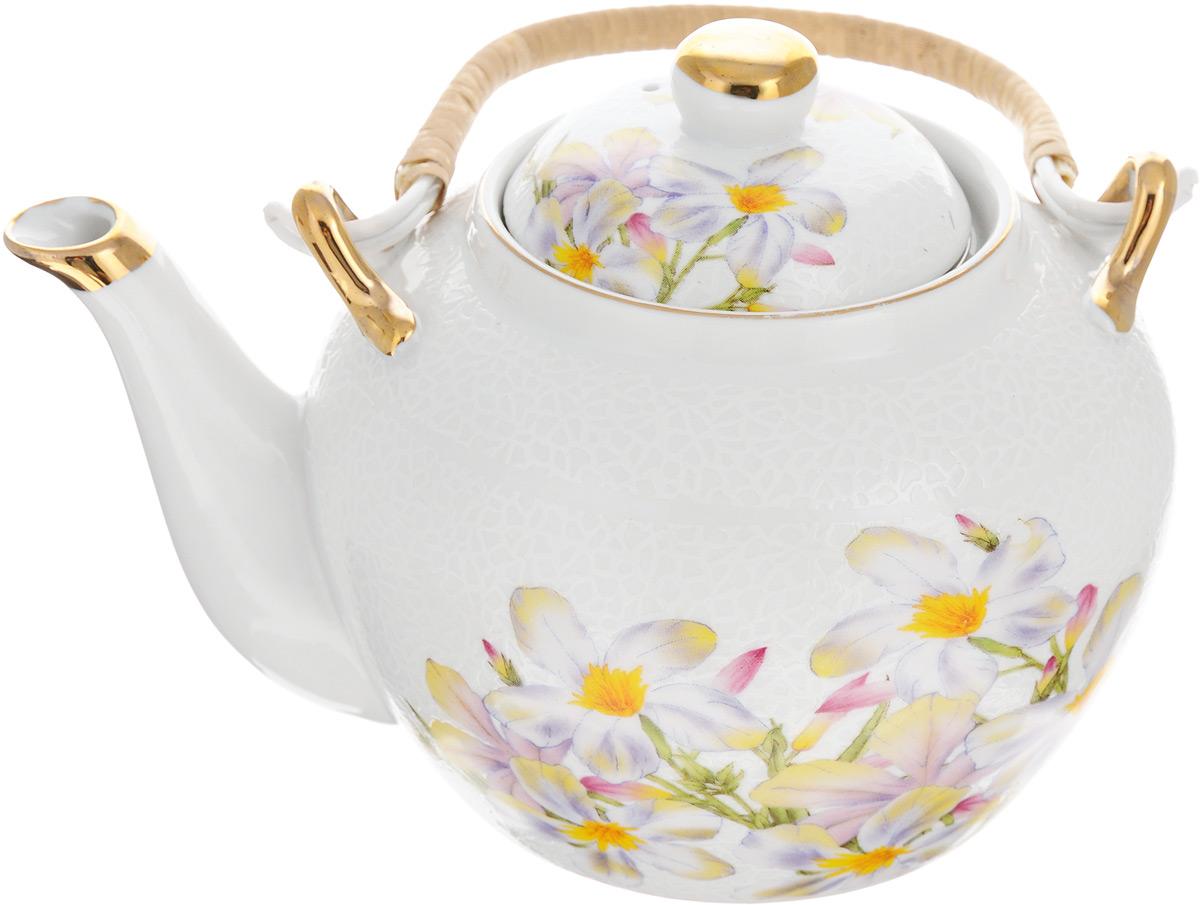 Чайник заварочный Loraine, с фильтром, 1 л. 2113121131Заварочный чайник Loraine изготовлен из высококачественной керамики и дополнен металлическим фильтром. Он имеет изящную форму и декорирован нежным цветочным рисунком. Чайник сочетает в себе стильный дизайн с максимальной функциональностью. Красочность оформления придется по вкусу и ценителям классики, и тем, кто предпочитает утонченность и изысканность. Чайник упакован в подарочную коробку из плотного картона. Внутренняя часть коробки задрапирована атласом, и чайник надежно крепится в определенном положении благодаря особым выемкам в коробке. Высота чайника (без учета ручки и крышки): 12 см. Диаметр (по верхнему краю): 8,5 см. Высота чайника (с учетом ручки и крышки): 21 см.