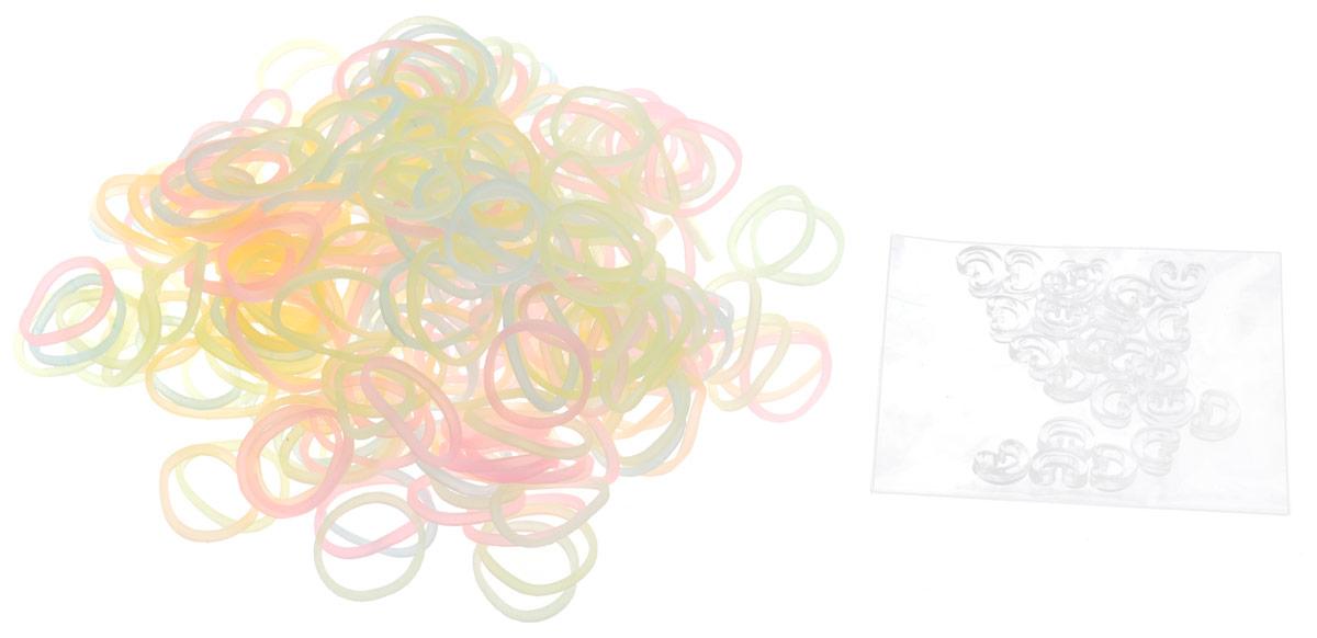 Rainbow Loom Набор резиночек Leuchtend Mix 600 штB0164Светящиеся в темноте разноцветные резиночки Rainbow Loom Leuchtend Mix создадут необычный браслет, который будет заметен днем и ночью. Популярный во всем мире способ плетения из резиночек Rainbow Loom - увлекательное занятие для детей и взрослых, с помощью которого можно создавать украшения и игрушки. Резиночки из набора небольшого размера, эластичные, их удобно брать в руки и растягивать, создавая различные узоры. Готовое изделие крепится при помощи с-образной прозрачной клипсы. Днем изделие будет иметь светлый оттенок, в ночное время будет излучать неоновый свет. Наборы для творчества Rainbow Loom призваны развивать фантазию и воображение ребенка, они тренируют мелкую моторику, учат быть внимательными и терпеливыми, дают понимание моды и стиля.