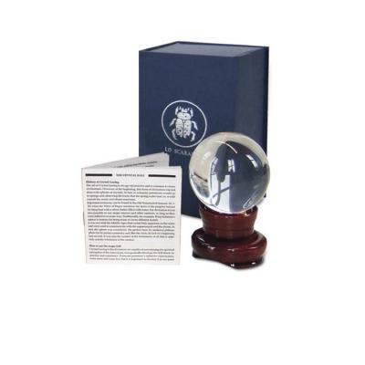Магический шар Lo Scarabeo, размер: 10 см. SF006SF006Магические шары это драгоценные объекты, полные тайны и мистерии. Их используют профессиональные предсказатели и гадалки. Чистота кварца, из которого изготовлены шары, и идеальность их формы помогут вам достигнуть глубины и точности предсказаний. Подставка из натурального дерева и инструкция по использованию упакованы вместе с магическим шаром в элегантную прочную коробку.