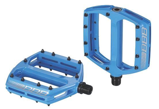 Педали BBB CoolRide, цвет: синий, 2 шт. BPD-36BPD-36Большая площадь опоры педалей BBB CoolRide обеспечивает надежное сцепление и контроль. Монолитный корпус выполнен из высококачественного алюминия. Ось изготовлена из хроммолибденовой стали. Педали имеют двойные закрытые подшипники. Сменные пины, 10 штук с каждой стороны.