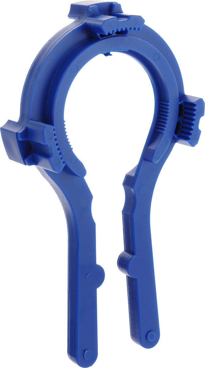 Ключ для крышек твист-офф Лось ТО-54612750750102Ключ для крышек твист-офф Лось подходит для открывания и закрывания банок с крышками твист-офф диаметром 66, 82, 89 и 100 мм и бутылок с пластиковыми пробками. С помощью этого приспособления открывать банки с закручивающимися крышками можно одним движением руки. Достаточно плотно закрепить этот ключ на банке, сжать ручки и повернуть его по часовой стрелке. При этом вы можете быть уверены, что не повредите стеклянную банку и не испортите крышку. При помощи ключа вы легко сможете плотно закрывать банки с вареньем или соленьями, а значит, продукты дольше сохранят свою свежесть. Диаметр захвата от 7 см до 9,5 см. Спелые помидоры, сочные огурцы и перцы или сладкий джем и ароматное варенье - лучшие источники витаминов в холодное время года!