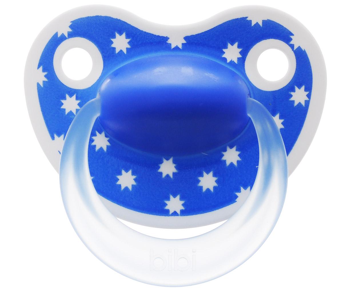 Bibi Пустышка силиконовая Happiness от 0 до 6 месяцев цвет синий113221_синийСиликоновая пустышка Bibi Happiness предназначена для детей от 0 до 6 месяцев. Размер соски разработан в соответствии с возрастом ребенка. Ортодонтическая форма соски способствует естественному развитию неба и челюсти. Анатомическая форма нагубника повторяет форму рта и обеспечивает удобство при движении нижней челюсти. Дополнительную безопасность обеспечивают два вентиляционных отверстия. Силиконовая пустышка Bibi Happiness - это модный аксессуар, сочетающий качество, функциональность и положительные эмоции. Не содержит бисфенол-А.