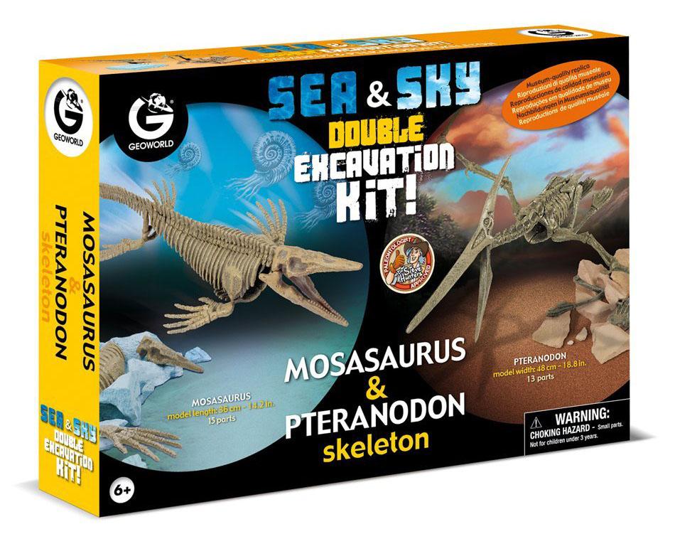 Geoworld Модель для раскопок Мозазавр и ПтеранодонCL833KДвойной набор для проведения раскопок Мозазавр и Птеранодон от Geoworld познакомит вашего ребенка с интересными доисторическими обитателями нашей планеты! Тщательно выполненные модели скелетов Мозазавра и Птеранодона располагаются в гипсовых основах. Для начала ребенку предстоит их выкопать при помощи входящих в набор миниатюрных палеонтологических инструментов. Затем откопанные скелеты нужно собрать! В набор входит: 2 гипсовые основы со скелетом, 1 долото, 1 молоточек, 1 щеточка, инструкция. Игрушки данного производителя рассчитаны на детей школьного возраста, так как в коллекции большое количество сборных моделей, каждая модель сопровождается информационным буклетом, содержащим в себе подробные научные сведения. Основными темами коллекции являются палеонтология, выраженная в аутентичных ископаемых и скелетах динозавров, и геология, дающая возможность совершать открытия в области минералов и драгоценных камней. Вся продукция является оригинальной и уникальной, так как...