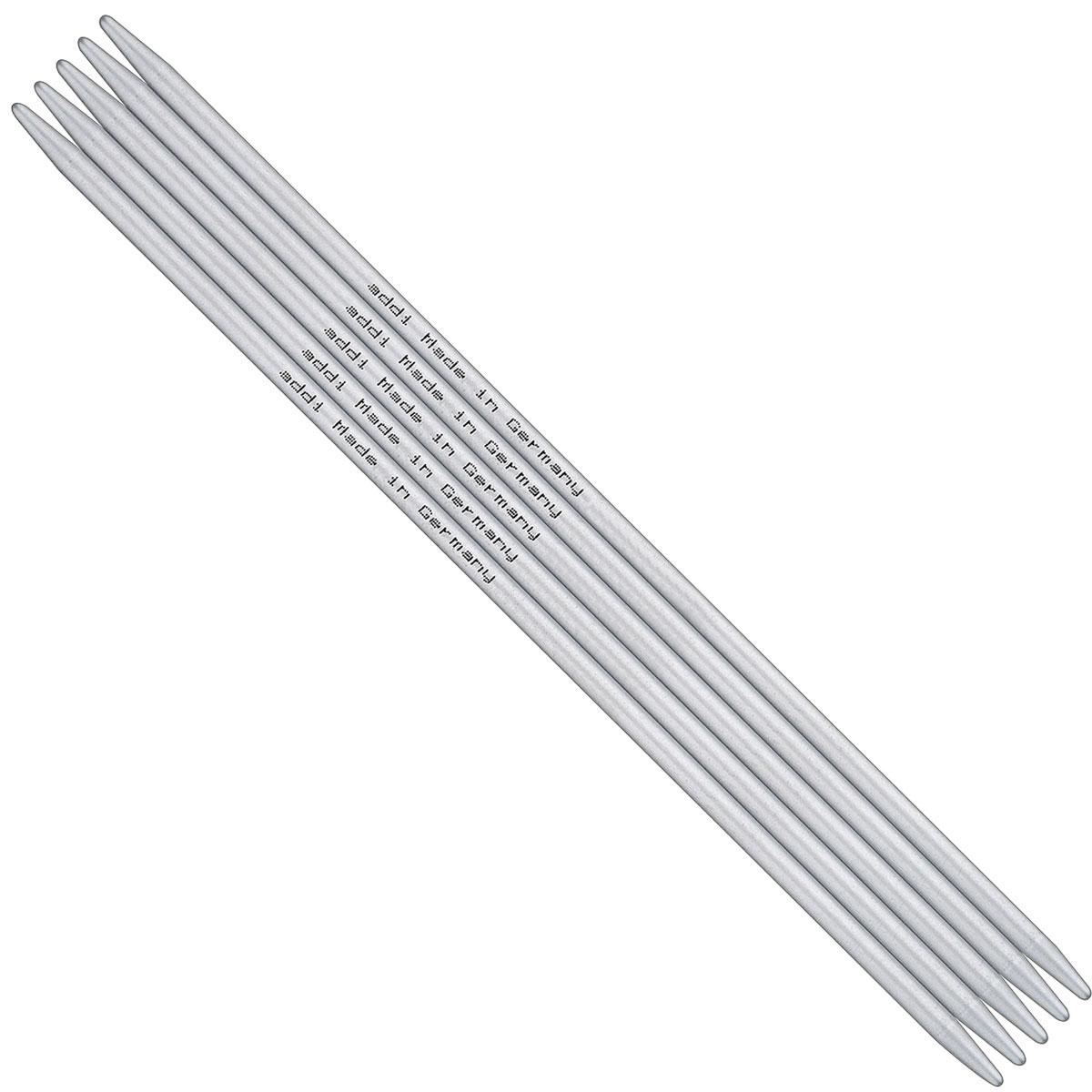 Спицы чулочные Addi, алюминиевые, диаметр 2,5 мм, длина 40 см, 5 шт201-7/2.5-40Чулочные спицы для вязания Addi, изготовленные из алюминия, не имеют ограничителей и предназначены для вязания бейки горловины, чулок, шапочек, варежек и носков. Спицы прочные, легкие, гладкие и удобные в использовании. Спицы обладают прекрасными тактильными качествами и благородным серебристо-матовым цветом. Уникальный стук при вязании радует слух. За счет гладкой поверхности работать с ними легко и удобно. На саму спицу нанесен размер, длина и надпись: Made in Germany. Вы сможете вязать для себя и делать подарки друзьям. Рукоделие всегда считалось изысканным, благородным делом. Работа, сделанная своими руками, долго будет радовать вас и ваших близких.