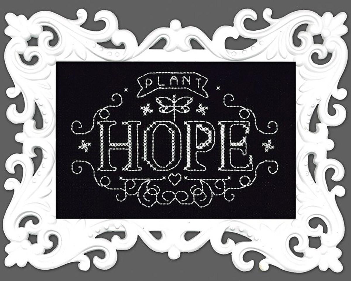 Набор для вышивания крестом Design Works Меловая надпись. Надейся, 10 х 15 см2893Канва Аида 14 (100% хлопок), нитки мулине (100% хлопок), игла, подробная инструкция со схемой вышивки на русском языке