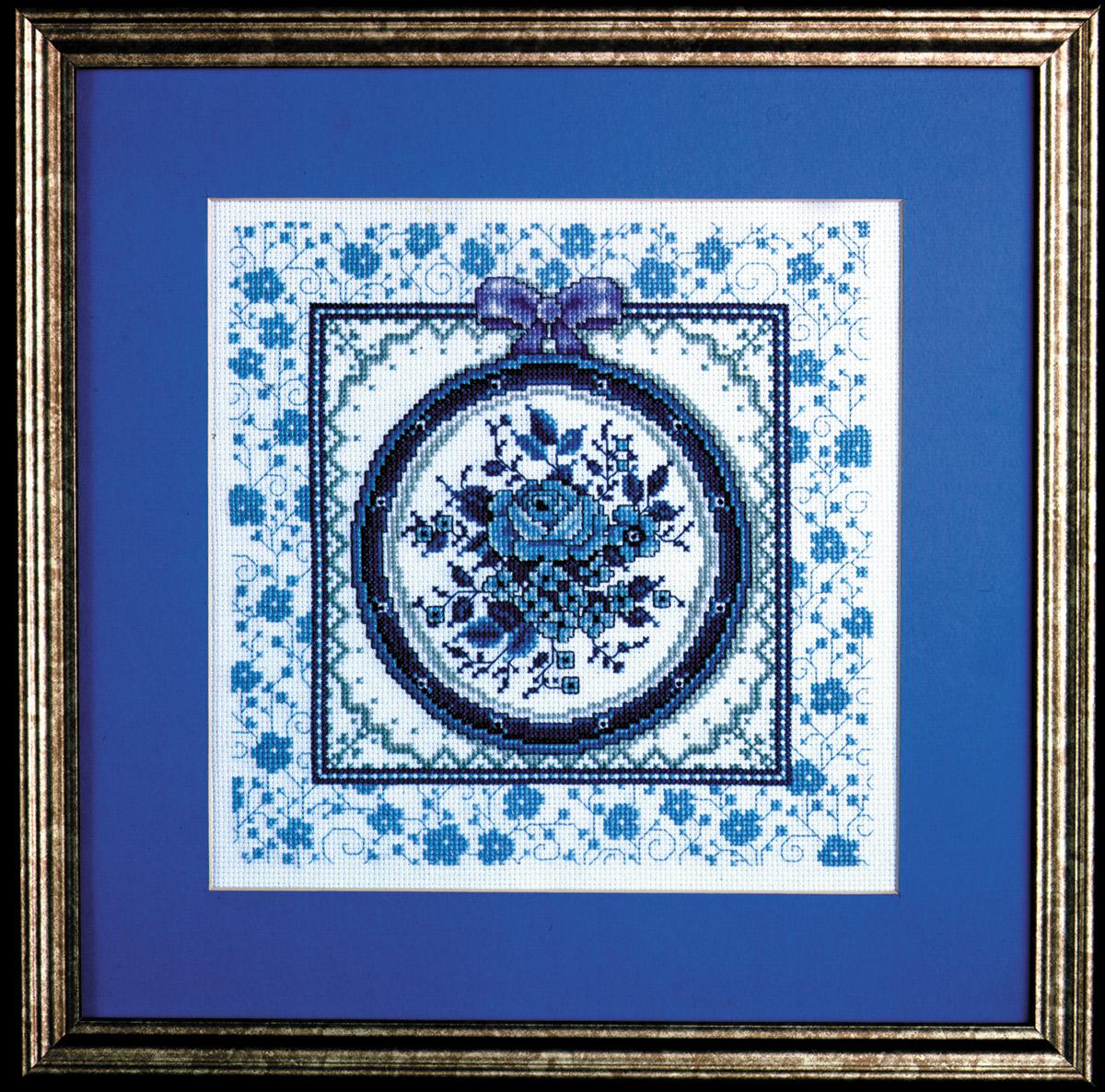 Набор для вышивания крестом Design Works Тарелка с синим рисунком, 23 х 23 см9974BДизайнер - Джоан Эллиот (Blue Toile Plate, Joan Elliott).Канва Аида 14 (100% хлопок), нитки мулине (100% хлопок), игла, подробная инструкция со схемой вышивки на русском языке