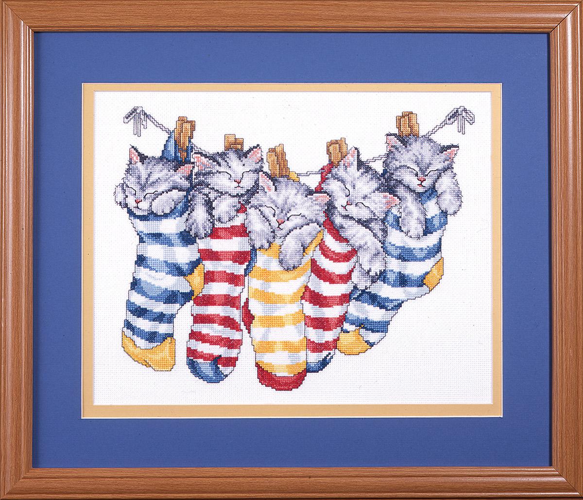 Набор для вышивания крестом Design Works Котята на прищепках, 31 х 36 см9997Канва Аида 14 (100% хлопок), нитки мулине (100% хлопок), игла, подробная инструкция со схемой вышивки на русском языке