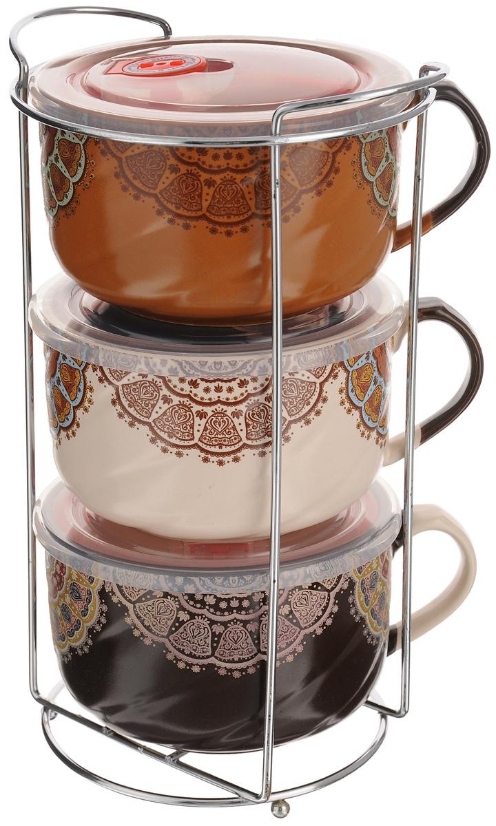 Набор бульонниц Loraine, 700 мл, 7 предметов. 2467324673Набор Loraine состоит из трех бульонниц с крышками и подставки. Бульонницы выполнены из высококачественной экологически чистой керамики, покрытой глазурью. В керамической посуде блюда сохраняют свои вкусовые качества, кроме того, она обладает термической и химической прочностью. Стенки изделий декорированы оригинальным орнаментом в этническом стиле. Бульонницы снабжены боковой ручкой и герметичными пластиковыми крышками с силиконовой прослойкой и клапаном. В такой посуде удобно подавать на стол супы, каши, хлопья с молоком и многое другое. Набор очень удобен в использовании. Благодаря металлической подставке, изделия можно компактно хранить. Бульонницы подходят для мытья в посудомоечной машине, можно использовать в СВЧ. Диаметр бульонниц (по верхнему краю): 12,5 см. Высота стенки: 8,5 см. Размер подставки: 17 х 13 х 28 см.
