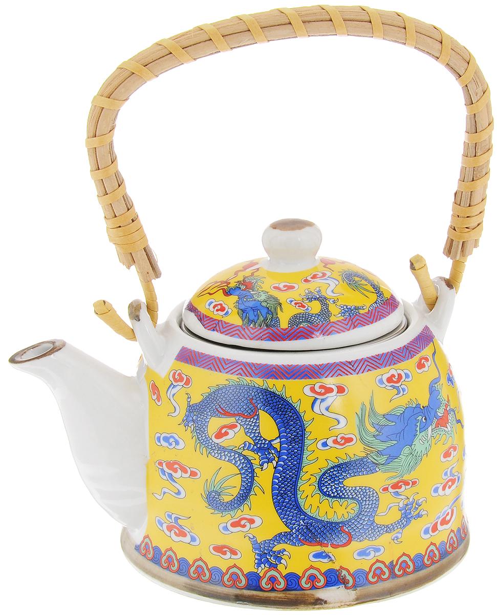 Чайник заварочный Patricia, с фильтром, 400 млIM99-2502Заварочный чайник Patricia изготовлен из высококачественной керамики с гладким глазурованным покрытием. Чайник снабжен металлическим фильтром и съемной деревянной ручкой. Любой чай в таком изысканном чайнике станет для вас наслаждением, поводом отдохнуть и перевести дыхание. Он прекрасно украсит сервировку стола к чаепитию, а также станет хорошим подарком друзьям и близким. Диаметр (по верхнему краю): 7,5 см. Высота чайника (без учета крышки): 7,5 см. Высота фильтра: 4,5 см.