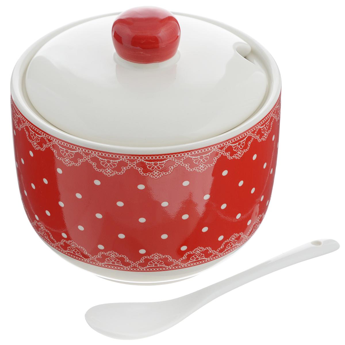 Сахарница Loraine, с ложкой, 520 мл. 2581525815Сахарница Loraine с крышкой и ложкой изготовлена из доломита и украшена ярким узором. Емкость универсальна, подойдет не только для хранения сахара, но и для меда или специй. В крышке предусмотрено отверстие для ложки. Можно мыть в посудомоечной машине. Диаметр сахарницы (по верхнему краю): 11 см. Диаметр основания: 7,5 см. Высота сахарницы (без учета крышки): 8,5 см. Высота сахарницы (с учетом крышки): 11,5 см. Объем сахарницы: 520 мл. Длина ложки: 12,7 см.