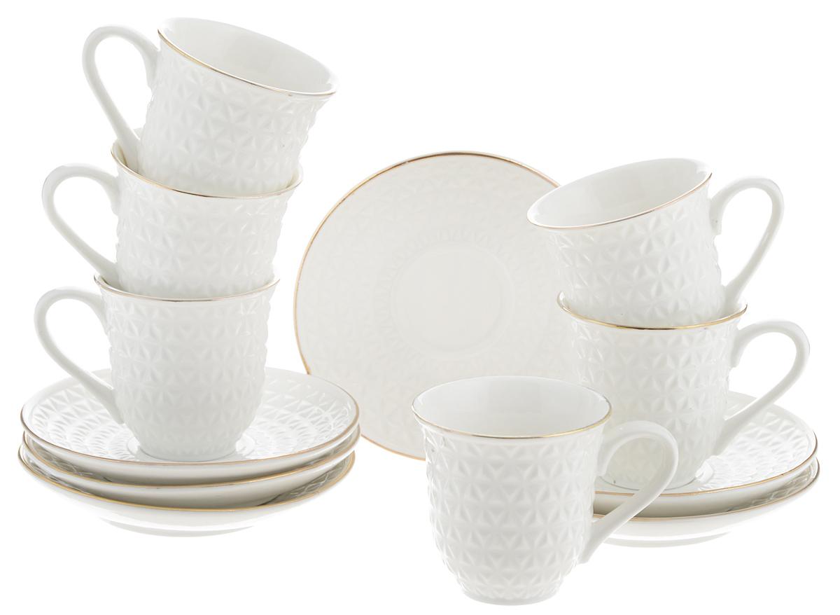 Набор кофейный Loraine, 12 предметов. 2577125771Кофейный набор Loraine состоит из 6 чашек и 6 блюдец. Изделия выполнены из высококачественного костяного фарфора и оформлены золотистой каймой. Такой набор станет прекрасным украшением стола и порадует гостей изысканным дизайном и утонченностью. Набор упакован в подарочную коробку, задрапированную внутри белой атласной тканью. Каждый предмет надежно зафиксирован внутри коробки. Кофейный набор Loraine идеально впишется в любой интерьер, а также станет идеальным подарком для ваших родных и близких. Объем чашки: 90 мл. Диаметр чашки (по верхнему краю): 6,5 см. Высота чашки: 6 см. Диаметр блюдца (по верхнему краю): 11,5 см. Высота блюдца: 2 см.
