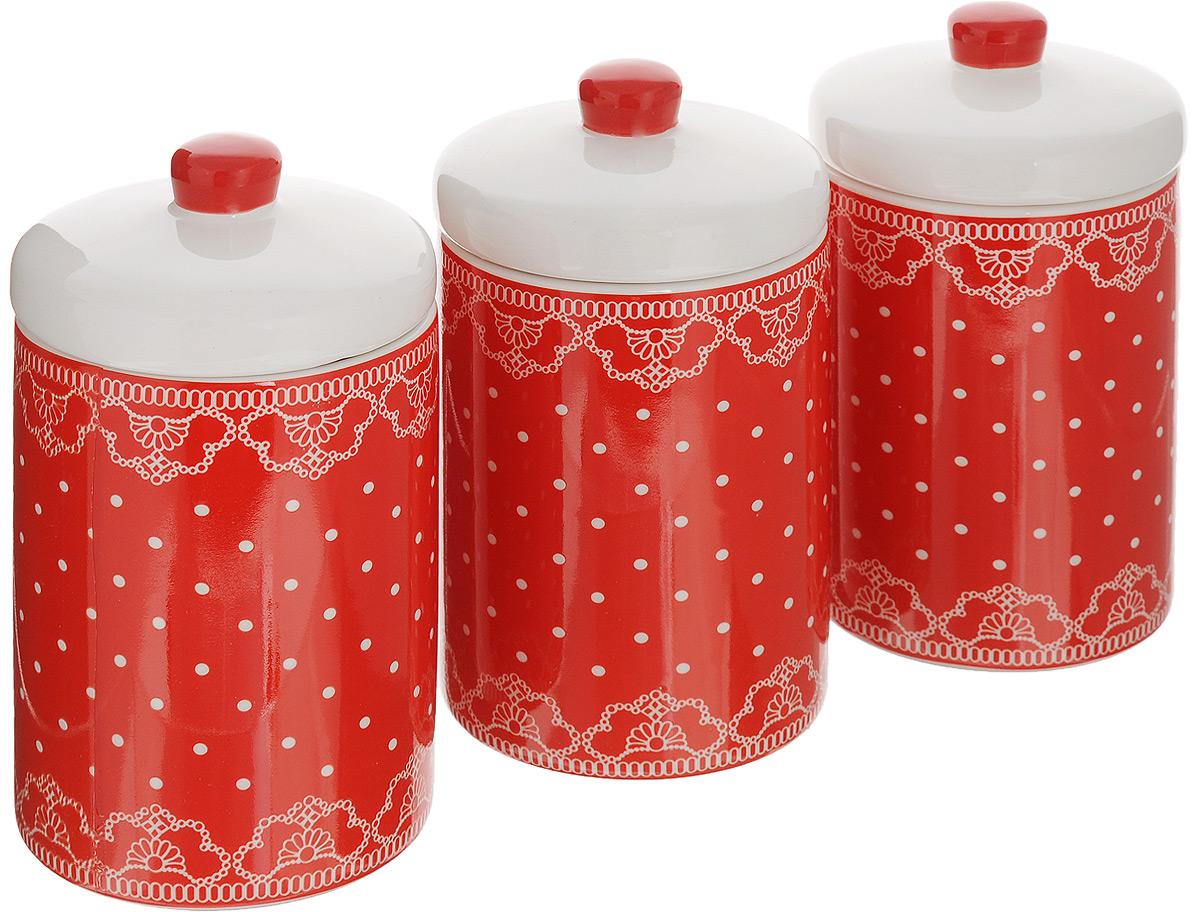 Набор банок для сыпучих продуктов Loraine Красный узор, 400 мл, 3 шт25824Набор Loraine Красный узор состоит из трех банок, изготовленных из доломита высокого качества. Банки оснащены крышками. Гладкая и ровная поверхность обеспечивает легкую чистку. Изделия подходят для хранения сыпучих продуктов: круп, чая, специй, орехов, сахара, сухофруктов, соли и многого другого. Изысканный и утонченный дизайн сделает такие банки не просто емкостью для сыпучих продуктов, а настоящим предметом декора, который стильно дополнит ваш кухонный интерьер. Подходят для использования в микроволновой печи и холодильнике. Можно мыть в посудомоечной машине. Объем банки: 400 мл. Диаметр (по верхнему краю): 8 см. Высота банок (без учета крышки): 11 см.
