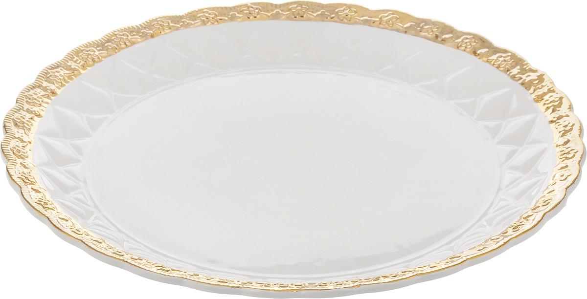 Блюдо Patricia Вивиана, диаметр 30 смIM18-0203Оригинальное блюдо Patricia Вивиана - прекрасное дополнение праздничного стола. Изделие, выполненное из высококачественного фаянса, имеет рельефную поверхность. Блюдо сочетает в себе изысканный дизайн с максимальной функциональностью. Оно идеально подойдет для сервировки стола и станет отличным подарком к любому празднику. Не рекомендуется использовать в микроволновой печи и мыть в посудомоечной машине. Диаметр блюда (по верхнему краю): 30 см. Высота блюда: 3,5 см.