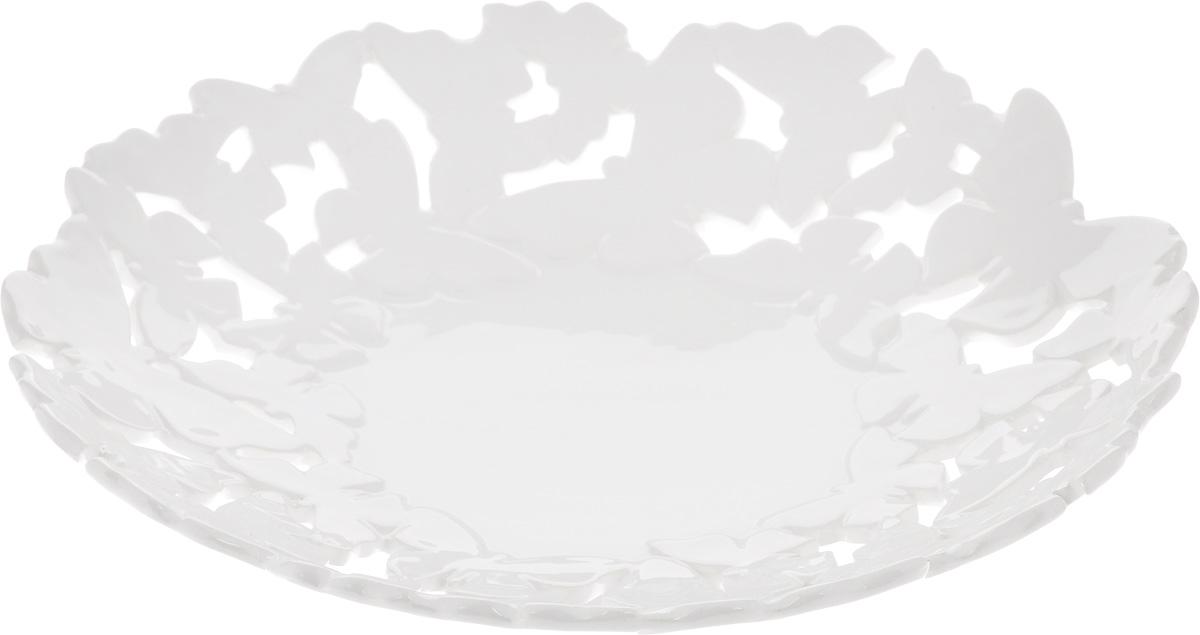 Блюдо Patricia Воздушные узоры, диаметр 33 смIM08-0212Ажурное блюдо Patricia Воздушные узоры - прекрасное дополнение праздничного стола. Изделие, выполненное из высококачественного доломита, оформлено оригинальной перфорацией. Блюдо сочетает в себе изысканный дизайн с максимальной функциональностью. Оно идеально подойдет для сервировки стола и станет отличным подарком к любому празднику. Не рекомендуется использовать в микроволновой печи и мыть в посудомоечной машине. Диаметр блюда (по верхнему краю): 33 см. Высота блюда: 7 см.