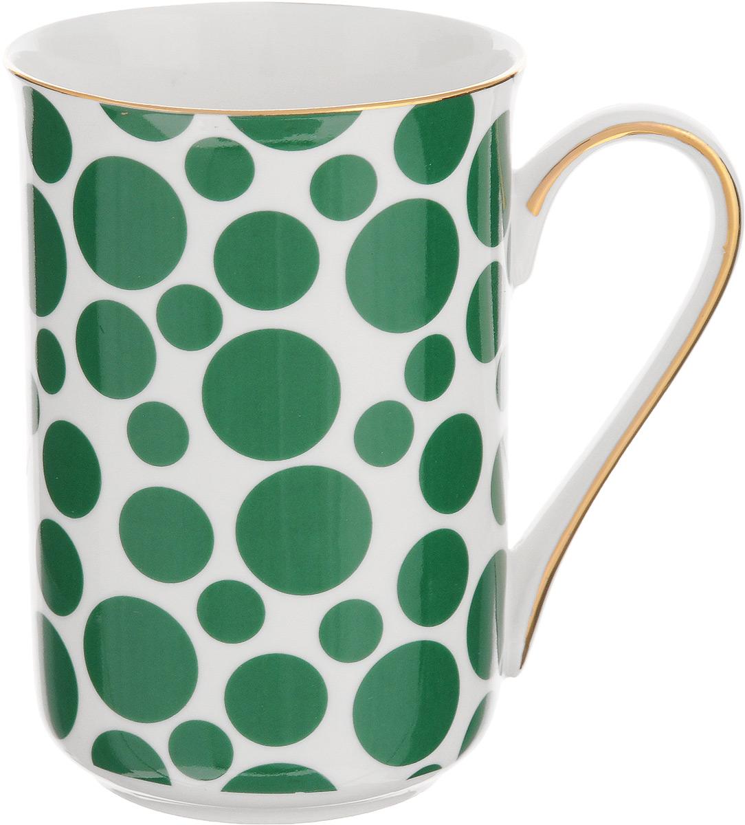 Кружка Patricia Горох, цвет: белый, зеленый, 370 млIM52-1400Кружка Patricia Горох выполнена из фарфора безупречной белизны. Изделие декорировано принтом в горошек, некоторые элементы дополнительно оформлены золотистой эмалью. Такая кружка не только порадует своей практичностью, но и станет приятным сувениром для ваших близких. А оригинальное оформление кружки добавит ярких эмоций. Изделие упаковано в подарочную коробку, задрапированную белой атласной тканью. Не рекомендуется мыть в посудомоечной машине и использовать в микроволновой печи. Диаметр кружки (по верхнему краю): 7,5 см. Высота кружки: 11 см.