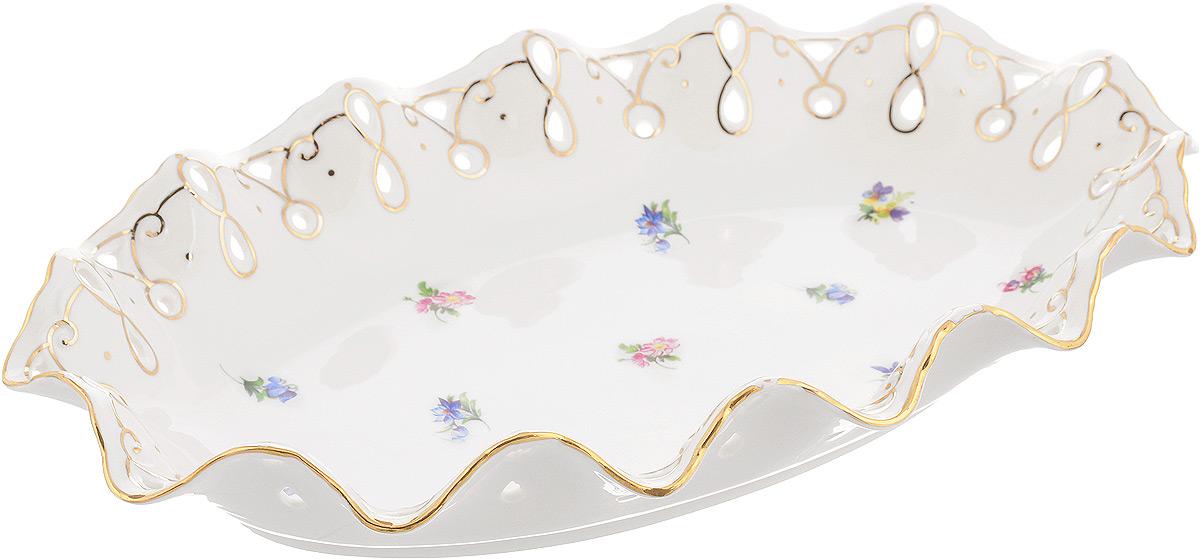 Блюдо Patricia Цветочная волна, 35 х 23,5 смIM52-5021Овальное блюдо Patricia Цветочная волна - прекрасное дополнение праздничного стола. Изделие, выполненное из высококачественного фарфора, оформлено цветами. Блюдо сочетает в себе изысканный дизайн с максимальной функциональностью. Оно идеально подойдет для сервировки стола и станет отличным подарком к любому празднику. Не рекомендуется использовать в микроволновой печи и мыть в посудомоечной машине. Размер блюда (по верхнему краю): 35 х 23,5 см. Высота блюда: 6,5 см.