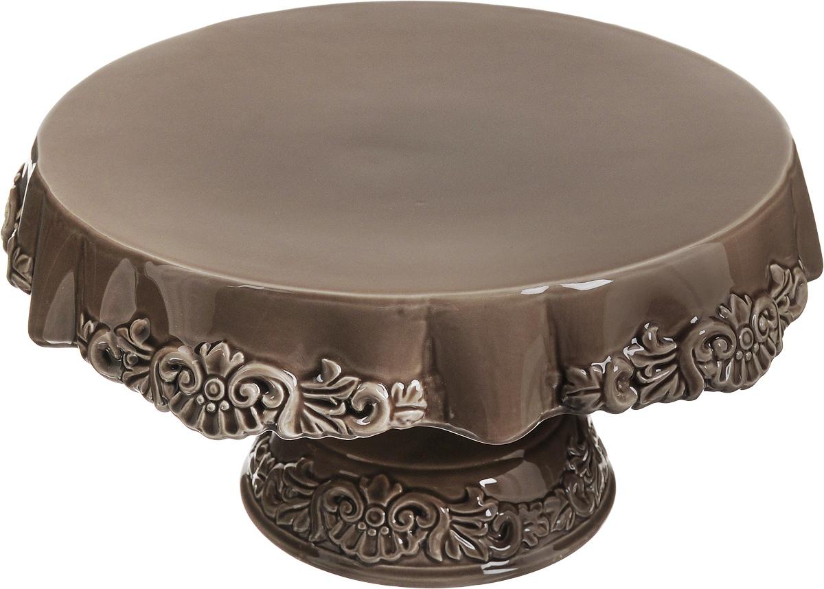 Блюдо для торта Patricia Брауни, на ножке, диаметр 28 смIM18-0103Блюдо для торта Patricia Брауни выполнено из фаянса в виде столика с ажурной скатертью. Посуда обладает гладкой непористой поверхностью и не впитывает запахи, ее легко и просто мыть. Изящный дизайн придется по вкусу и ценителям классики, и тем, кто предпочитает утонченность и изысканность. Не рекомендуется мыть в посудомоечной машине и использовать в микроволновой печи. Диаметр блюда: 28 см. Высота блюда: 15,5 см.