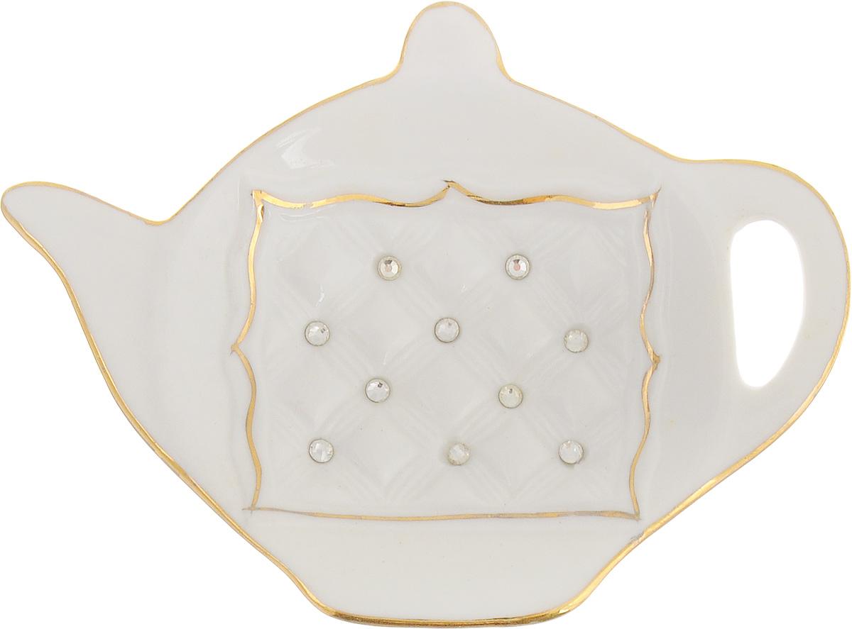 Подставка под чайный пакетик Patricia Кардинал, 11,5 х 8,5 смIM553027Подставка под чайный пакетик Patricia Кардинал изготовлена из высококачественного фарфора. Изделие украшено стразами и золотой деколью. Подставка предназначена для защиты поверхности стола или столешниц от грязи и разводов. Просто положите пакетик на подставку, и ваш дом всегда будет в чистоте.