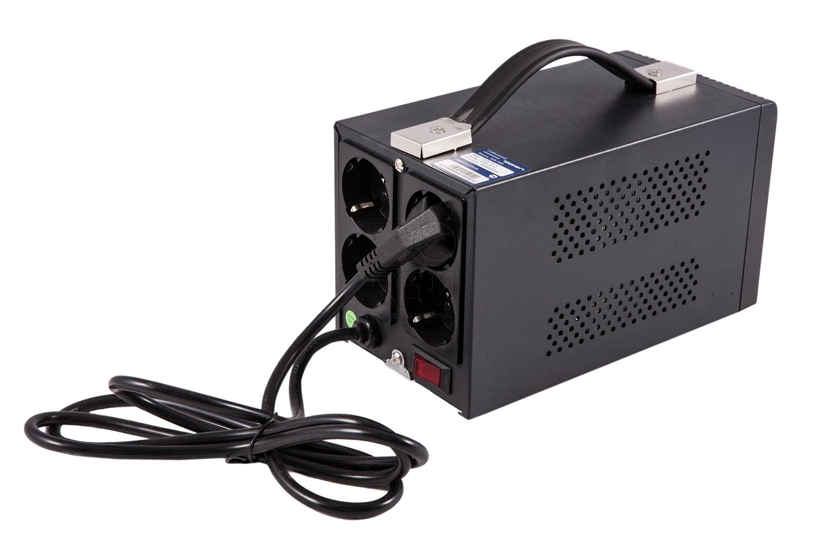 Стабилизатор напряжения Ippon AVR-20009003-3005-00PСтабилизатор напряжения IPPON AVR-2000 предназначен для защиты компьютерной техники, аудио и видео аппаратуры, бытовых электроприборов от нестабильной подачи электроэнергии и сбоев в сети. Суммарная потребляемая мощность подключенной нагрузки не должна превосходить 2000 ВА или 1200 Вт.