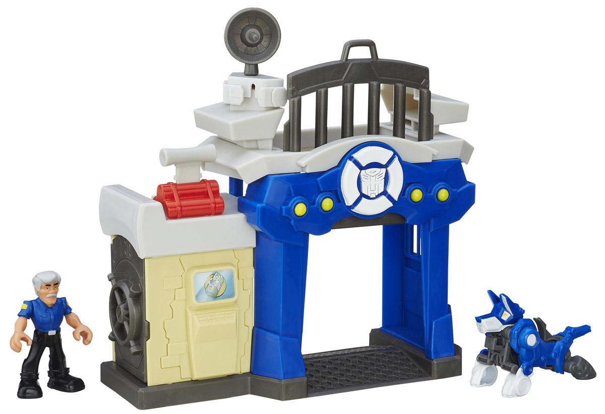 Playskool Heroes Игровой набор Griffin Rock Police StationB4963EU4_B4965Игровой набор Griffin Rock Police Station из серии Transformers Rescue Bots, несомненно, порадует каждого ребенка! Набор состоит из полицейской станции с денежным хранилищем, фигурки полицейского и робота-пса. Робот-пес легко трансформируется в мощный полицейский мотоцикл, помогая преследовать грабителей, укравших деньги. Как только грабители будут пойманы, их сразу можно посадить за решетку. С таким игровым набором малыш сможет разыгрывать различные сцены из любимого мультфильма или придумать свои истории. Игрушка выполнена из качественного пластика, безопасного для здоровья вашего ребенка. Удивите своего малыша новой, яркой и функциональной игрушкой. Для детей от 3 до 7 лет.