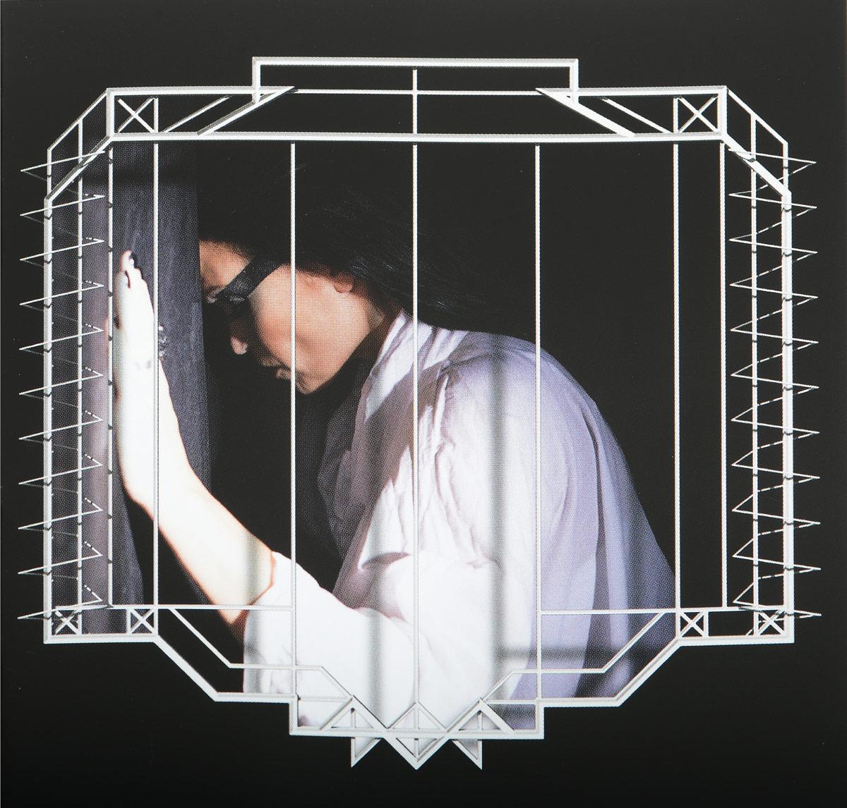 К изданию прилагается 20-страничный буклет с фотографиями и текстами песен на английском языке.
