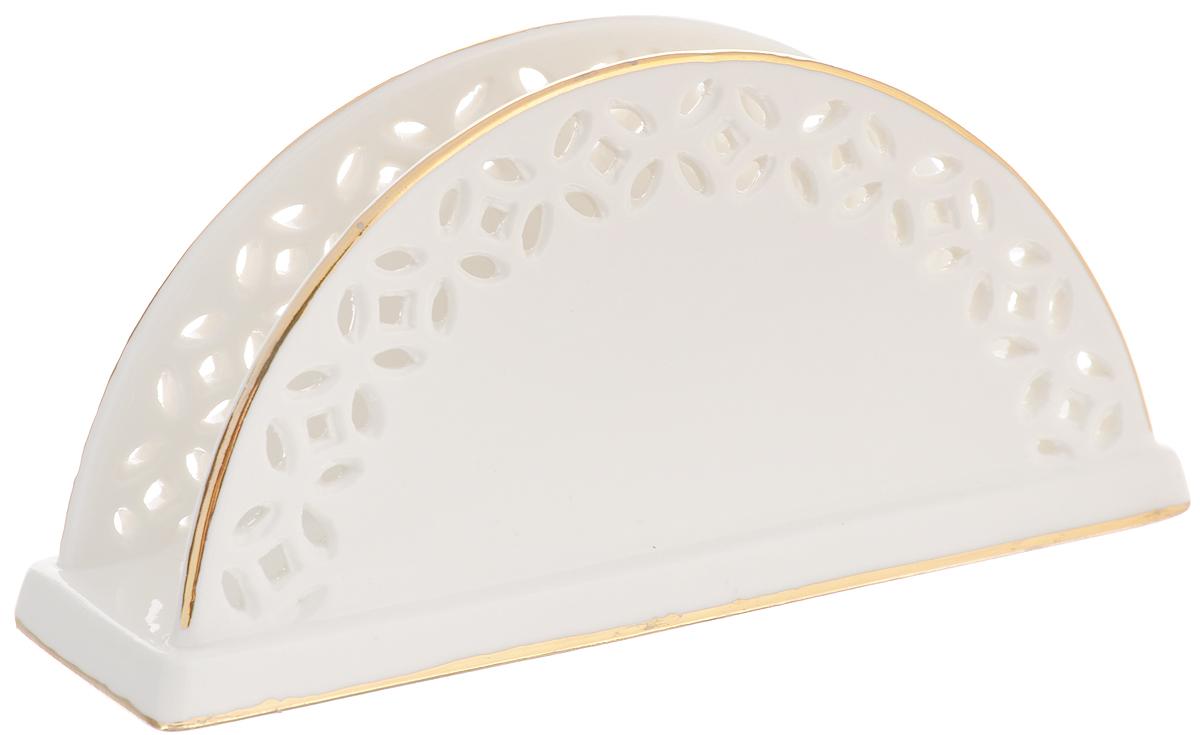Салфетница Patricia, 14 х 6,5 х 4 смIM52-2001Салфетница Patricia изготовлена из высококачественного фарфора и декорирована золотистым ободком. Она сочетает в себе изысканный дизайн с максимальной функциональностью. Компактная и в то же время вместительная салфетница станет не только украшением любого стола, но и отличным подарком. Изделие упаковано в подарочную коробку. Нельзя использовать в микроволновой печи и мыть в посудомоечной машине. Размер салфетницы: 14 х 6,5 х 4 см.