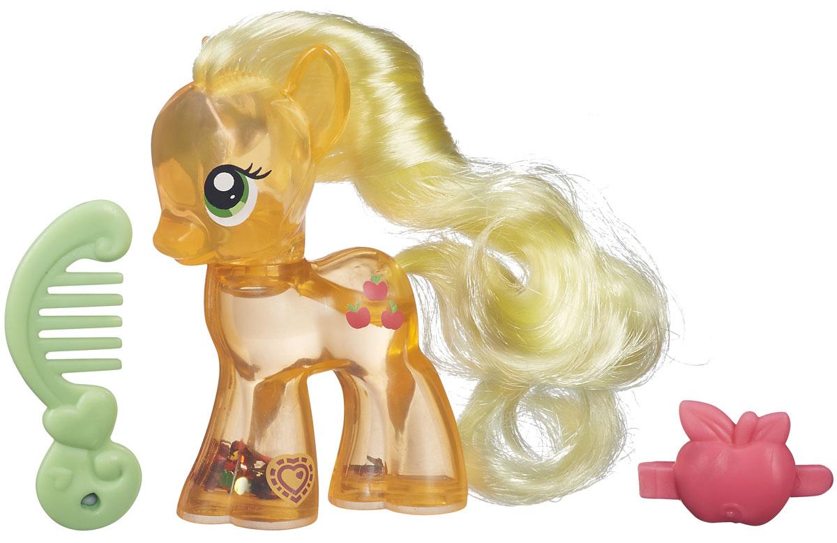 My Little Pony Игровой набор Пони с блестками AppleJackB0357EU6_B5416Яркий игровой набор My Little Pony Пони с блестками. AppleJack привлечет внимание вашей малышки и не позволит ей скучать. Набор выполнен из безопасного пластика ярких цветов и состоит из фигурки пони, выполненной в виде принцессы Эпплджек. Тело фигурки наполнено водой, в которой плавают и переливаются разноцветные блестки. В наборе присутствуют аксессуары для игры с пони: салатовая расческа и розовая заколка в виде яблока. У принцессы-пони большие выразительные глазки, длинная грива и хвост, которые малышка сможет расчесывать с помощью гребешка. Ваша малышка будет часами играть с набором, придумывая различные истории. Порадуйте ее таким замечательным подарком!