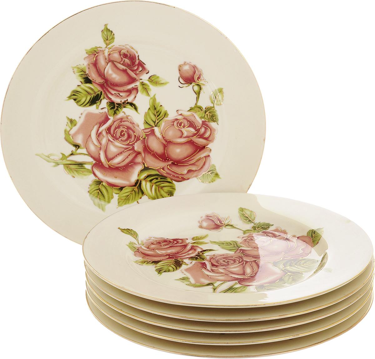 Набор десертных тарелок Patricia Три розы, диаметр 19 см, 6 штIM600006Набор Patricia Три розы состоит из шести десертных тарелок, выполненных из высококачественной глазурованной керамики. Изделия, декорированные красивыми изображениями цветов, имеют классическую круглую форму. Такой набор прекрасно впишется в интерьер современной кухни, а также станет идеальным украшением праздничного или обеденного стола. Не рекомендуется мыть в посудомоечной машине и использовать в микроволновой печи. Диаметр тарелки (по верхнему краю): 19 см. Высота тарелки: 2 см.