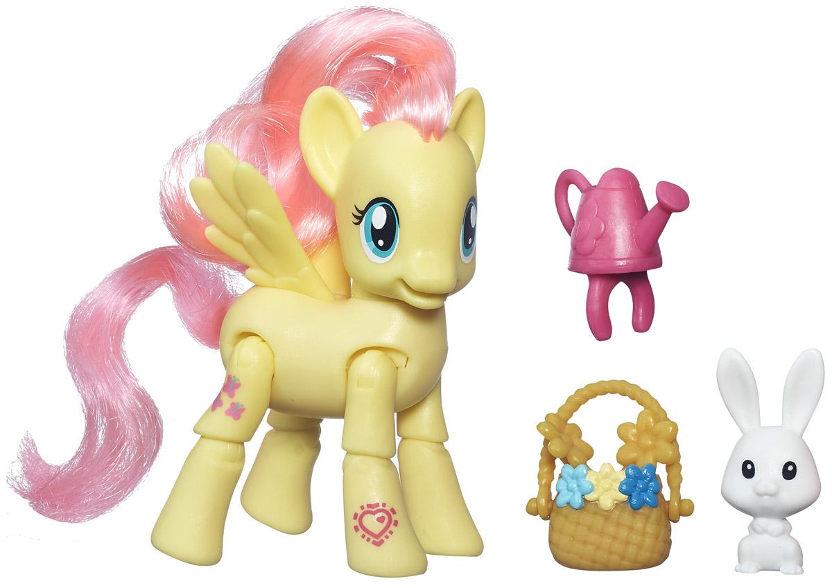 My Little Pony Игровой набор Пони FluttershyB3602EU4_B5675Яркий игровой набор My Little Pony Пони Fluttershy привлечет внимание вашей малышки и не позволит ей скучать. Набор выполнен из безопасного пластика ярких цветов и состоит из фигурки пони, выполненной в виде принцессы Fluttershy. Ноги фигурки выполнены со специальными шарнирами, благодаря которым, ноги могут сгибаться и придавать пони разнообразные позы. Фигурка пони имеет подвижные крылья. В наборе присутствуют аксессуары для игры с пони: питомец-зайка и корзина с цветами. Образ пони дополнен розовой лейкой, которую можно одевать на ногу фигурки и поливать цветы. У принцессы-пони большие выразительные глазки, длинная грива и хвост, которые малышка сможет с удовольствием расчесывать. Ваша малышка будет часами играть с набором, придумывая различные истории. Порадуйте ее таким замечательным подарком!