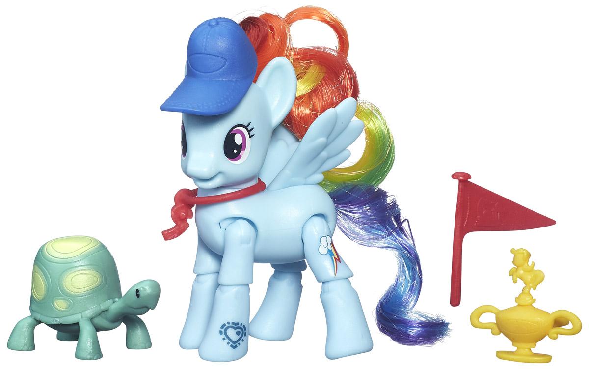 My Little Pony Игровой набор Пони Rainbow DashB3602EU4_B5676Яркий игровой набор My Little Pony Пони Rainbow Dash привлечет внимание вашей малышки и не позволит ей скучать. Набор выполнен из безопасного пластика ярких цветов и состоит из фигурки пони, выполненной в виде принцессы Rainbow Dash. Ноги фигурки выполнены со специальными шарнирами, благодаря которым, ноги могут сгибаться и придавать пони разнообразные позы. Фигурка пони имеет подвижные крылья. В наборе присутствуют аксессуары для игры с пони: питомец-черепашка и призовой кубок. Образ пони дополнен синей кепкой и красным свистком, который можно одевать на шею. У принцессы-пони большие выразительные глазки, длинная грива и хвост, которые малышка сможет с удовольствием расчесывать. Ваша малышка будет часами играть с набором, придумывая различные истории. Порадуйте ее таким замечательным подарком!