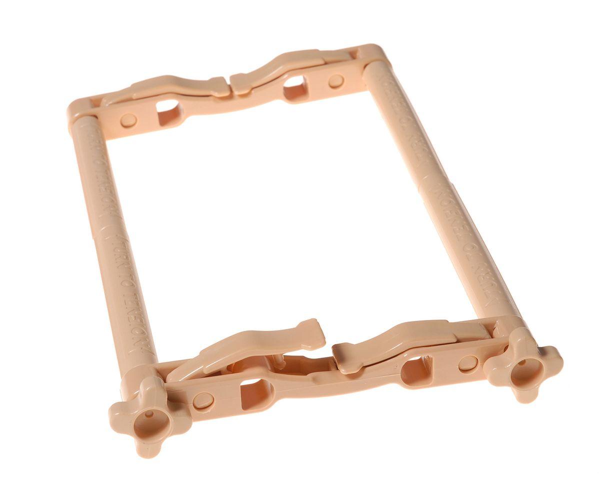 Мини-рамка Elbesee с зажимами, 20 х 14 смMINIКанва легко закрепляется на планках с помощью зажимов. Специальные рычажки фиксируют положение планок. Расстояние между планками - 4 см, 6 см, 10 см, 14 см - в зависимости от используемых отверстий на планке. Канва легко прокручивается на планках. Легкие и удобные - берите с собой в дорогу. Материал: пластик