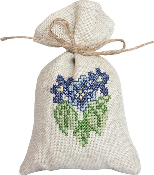 Набор для вышивания крестом Luca-S Мешочек для саше. Виолы, 15 х 10 смPM1214Набор для вышивания крестом Luca-S Виолы поможет создать своими руками красивый мешочек для саше с рисунком-вышивкой. Саше - это маленькие мешочки или подушечки из ткани, наполненные лепестками цветов, душистыми травами, веточками, пряностями, иногда с добавлением капельки ароматного масла. В прежние времена саше были очень популярны и обязательно были в доме у каждой уважающей себя хозяйки. Саше - это один из самых простых способов заставить окружающие нас вещи приятно пахнуть. Вышивание отвлечет вас от повседневных забот и превратится в увлекательное занятие! Работа, сделанная своими руками, будет отличным подарком для друзей и близких! Набор содержит все необходимые материалы для вышивки на канве в технике счетный крест. В набор входит: - канва Fein-Floba - 70% вискоза, 30% лен (цвет льна), - мулине Anchor - 100% хлопок (6 цветов), - цветная схема, - инструкция на русском языке, - шнурок для завязывания...