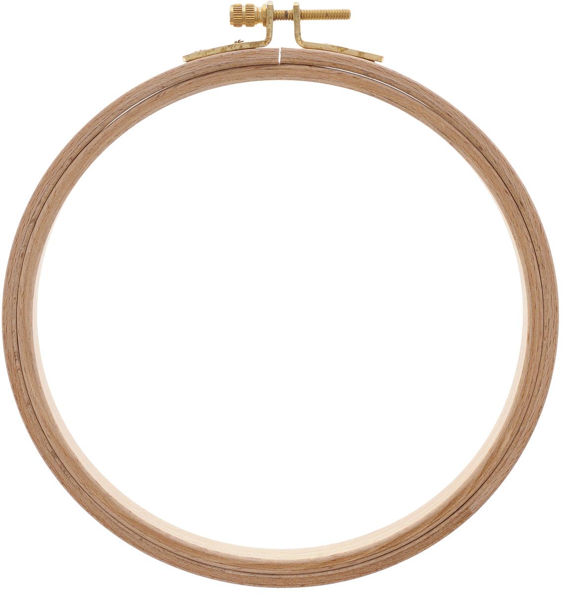Пяльцы Klass & Gessmann, диаметр 15,5 см. 206-3206-3Пяльцы Klass & Gessmann изготовлены из трехслойного клееного полированного бруса (бука) и оснащены латунным винтом для надежного закрепления ткани. Пяльцы просто незаменимы для вышивки. Их основное назначение - держать материал в натянутом состоянии. Работа, сделанная своими руками, создаст особый уют и атмосферу в доме и долгие годы будет радовать вас и ваших близких. А подарок, выполненный собственноручно, станет самым ценным для друзей и знакомых. Диаметр: 15,5 см. Высота обода: 12 мм.