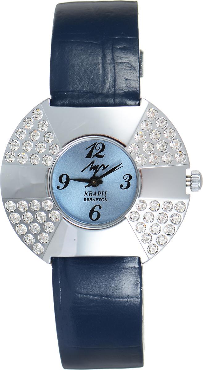 Часы наручные женские Луч, цвет: серебряный, синий. 7492149274921492Стильные женские часы Луч выполнены из металлического сплава с высокотехнологичным покрытием из хрома. Круглый корпус часов надежно защищен устойчивым к царапинам органическим стеклом и инкрустирован стразами. Циферблат оформлен символикой бренда. Корпус изделия оснащен кварцевым механизмом, дополнен кожаным ремешком с декоративным тиснением. Ремешок застегивается на практичную пряжку. Изделие поставляется в фирменной упаковке. Часы Луч подчеркнут изящество женской руки и отменное чувство стиля у их обладательницы.