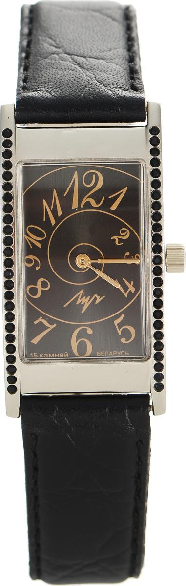 Часы наручные женские Луч, цвет: золотистый, черный. 375577146375577146Элегантные часы Луч выполнены из металлического сплава и органического стекла. Прямоугольный корпус часов инкрустирован стразами и имеет покрытие из нитрида циркония, циферблат оформлен символикой бренда. Механические часы с 15 рубиновыми камнями и противоударным устройством оси баланса дополнены ремешком из натуральной кожи с декоративным тиснением. Часы застегиваются на практичную пряжку. Изделие поставляется в фирменной упаковке. Часы Луч подчеркнут изящность женской руки и отменное чувство стиля у их обладательницы.